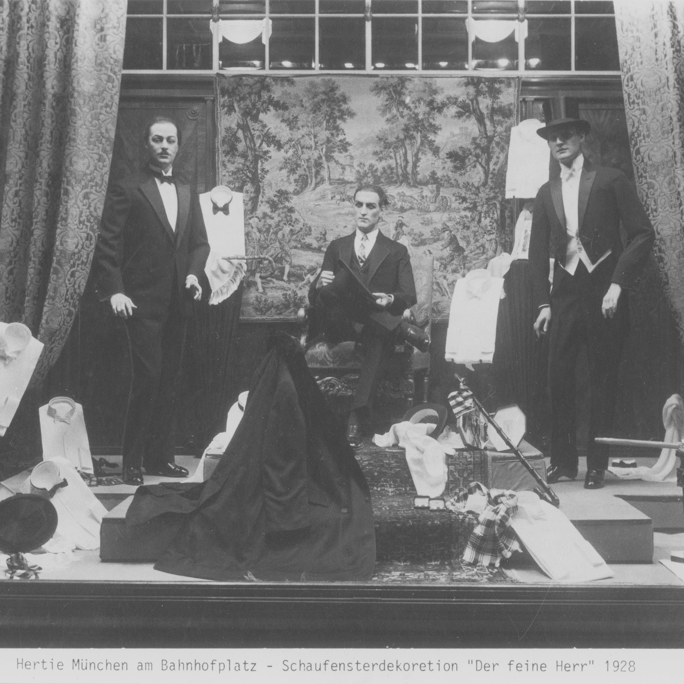 Schwarzweissfotografie der Schaufensterdekoration des Warenhauses aus dem Jahr 1928