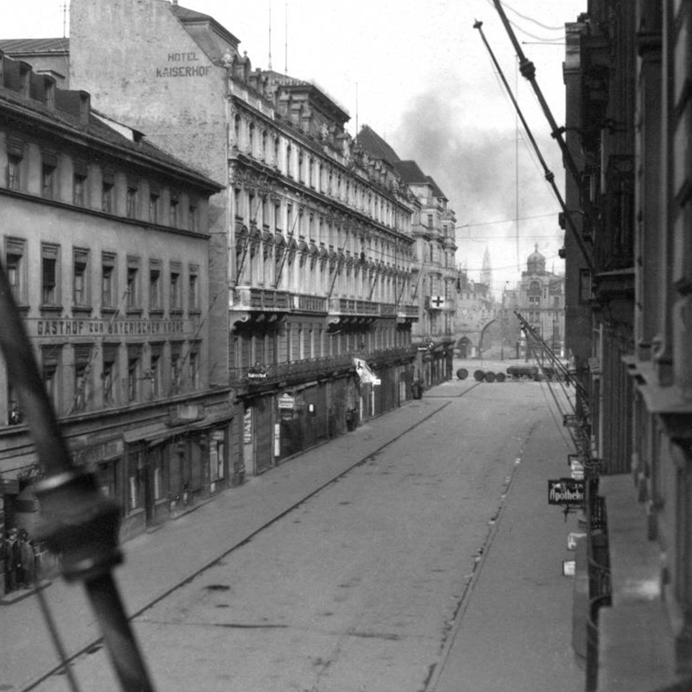 Schwarzweissfotografie der Schützenstraße mit Blick Richtung Stachus um 1919