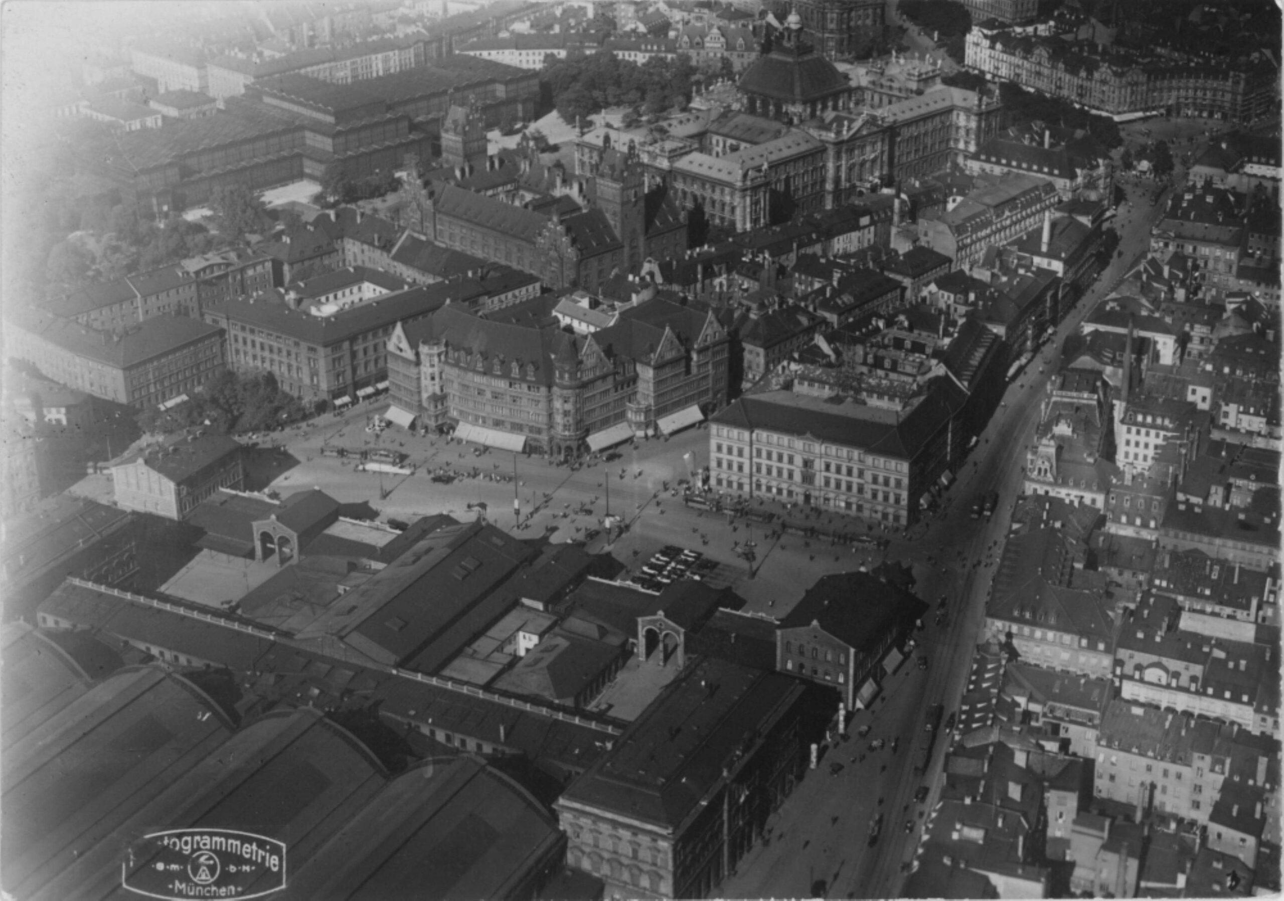 Schwarzweissfotografie: Luftbild des Areals zwischen Bahnhof und Stachus
