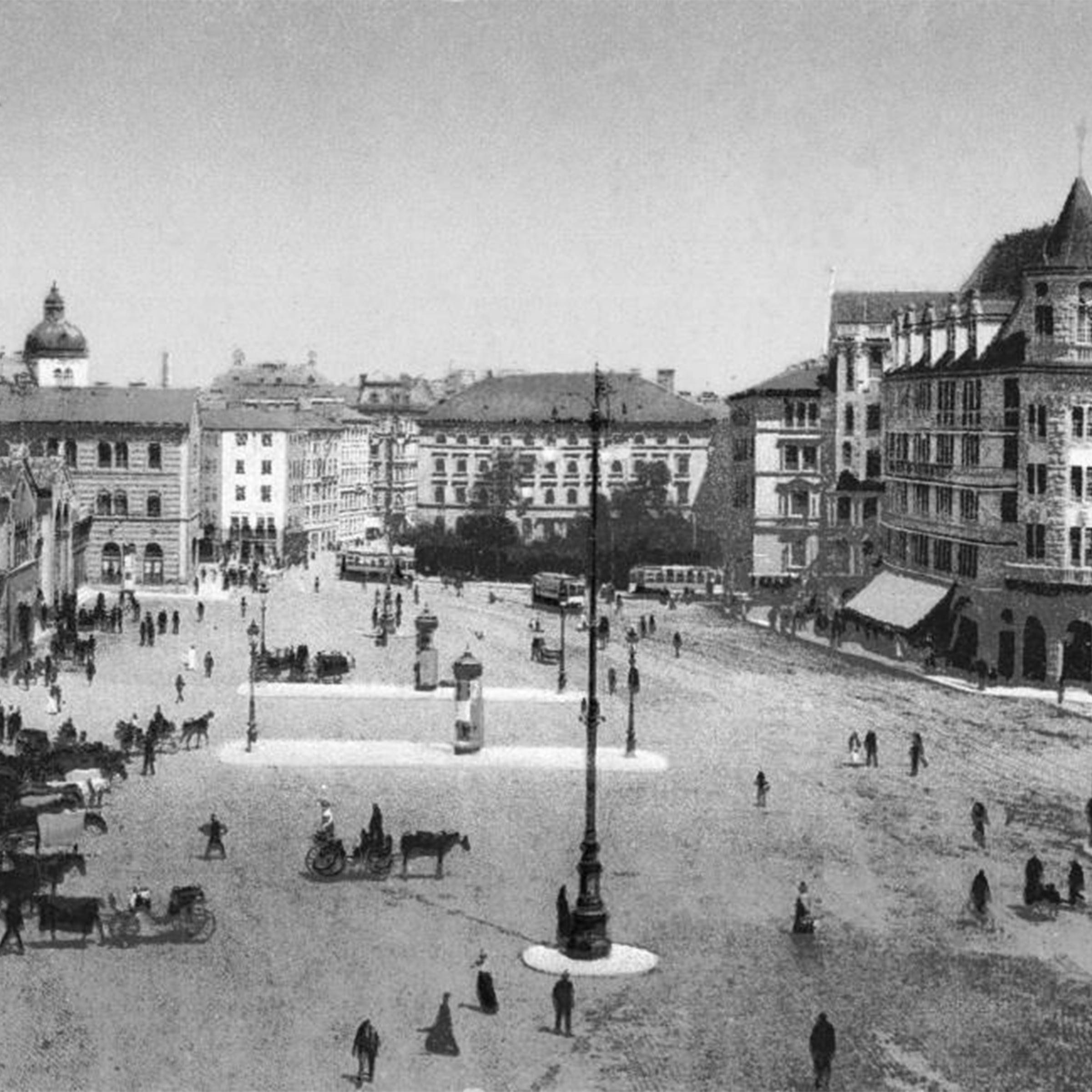 Schwarzweiß Foto vom Bahnhofsplatz mit dem Warenhaus Tietz um 1910